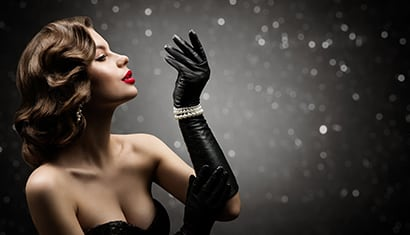 Woman with retro glam style agains black glitter background